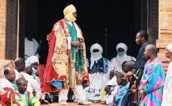 Ibrahim MBOMBO NJOYA : 80 ans, 25 ans au trône : un parcours majestueux !